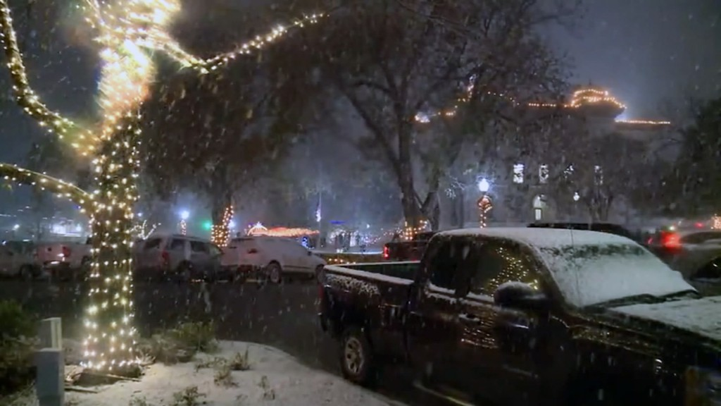 South Texas receives rare snowfall