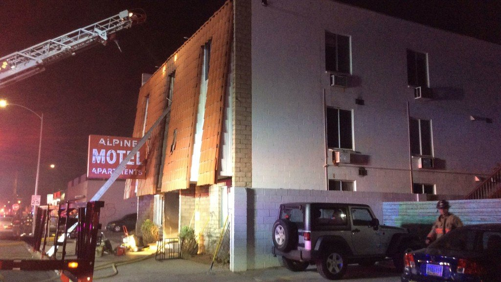 Las Vegas apartment fire kills 6, injures 13