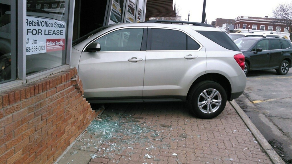 Teen taking road test crashes into driver's license exam station