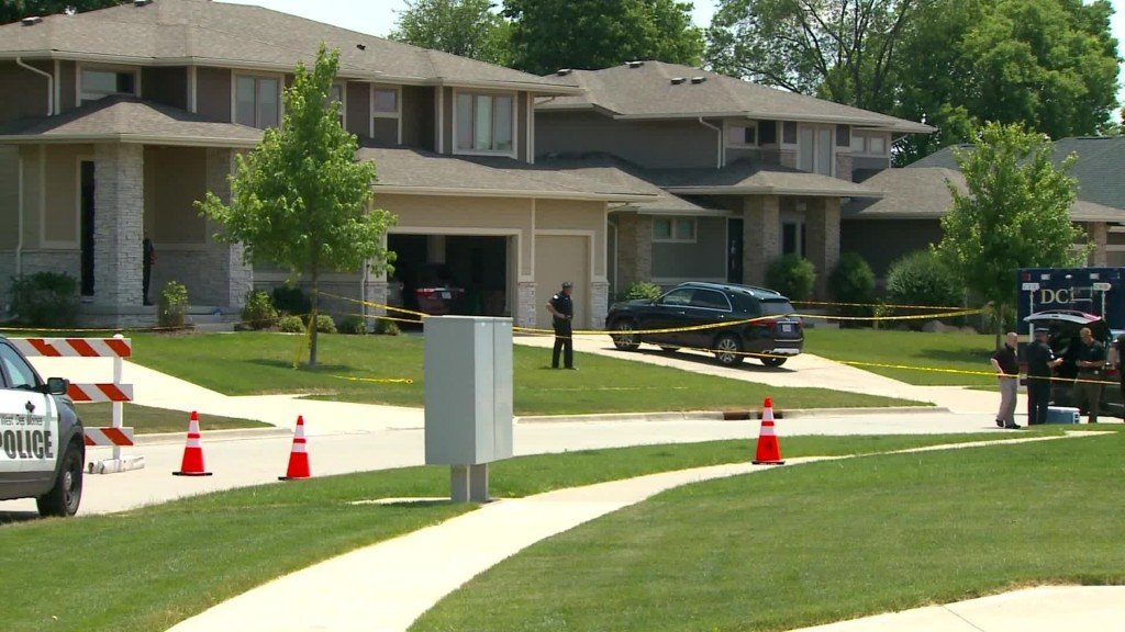 4 people found dead in an Iowa house