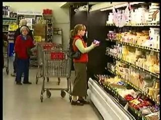Handy tips to saving in the grocery checkout line
