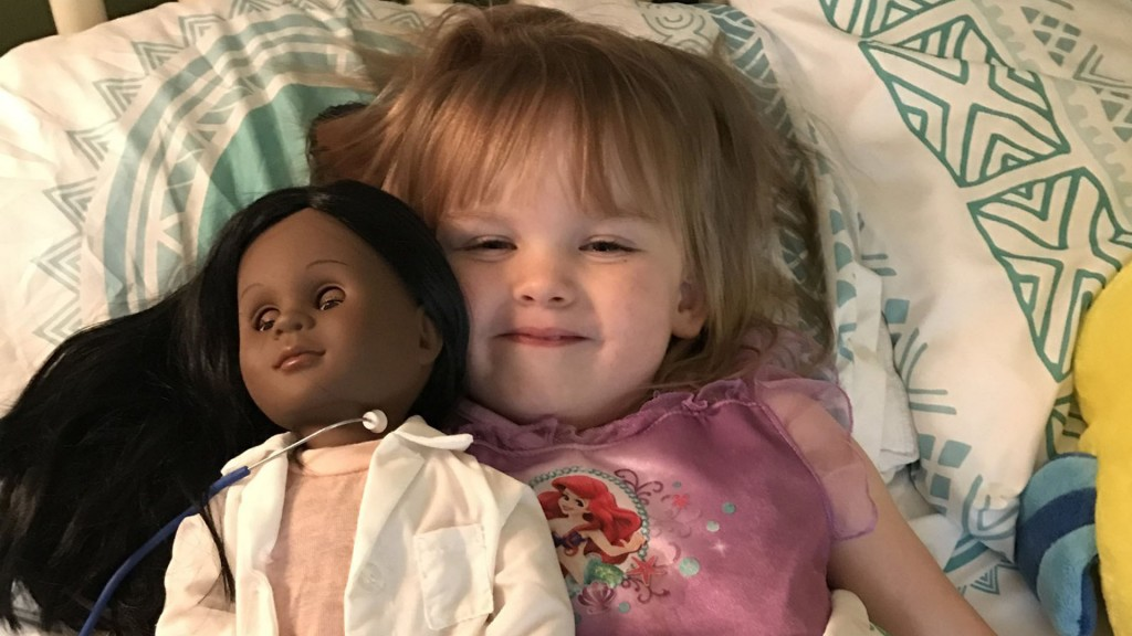 2-year-old defends her choice of doll to cashier