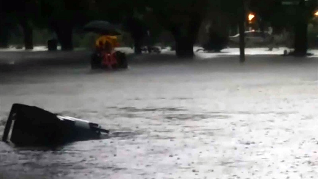 Heavy rain in South Texas prompts flash flood warnings
