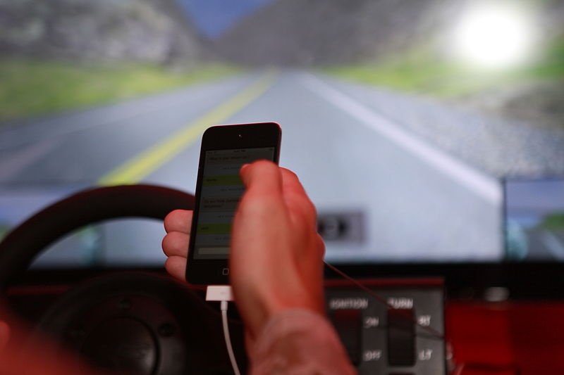 Distracted driving bill clears Washington House