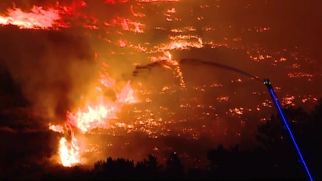 Utah fire forces evacuations of at least 400 homes