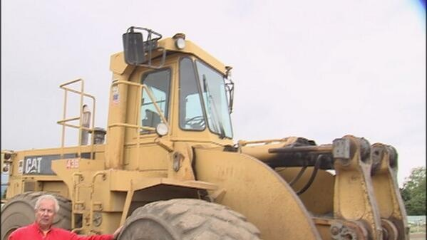 Thief boosts Caterpillar from construction site