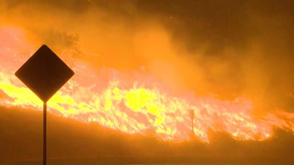 2 people dead in Southern Calif. wildfires