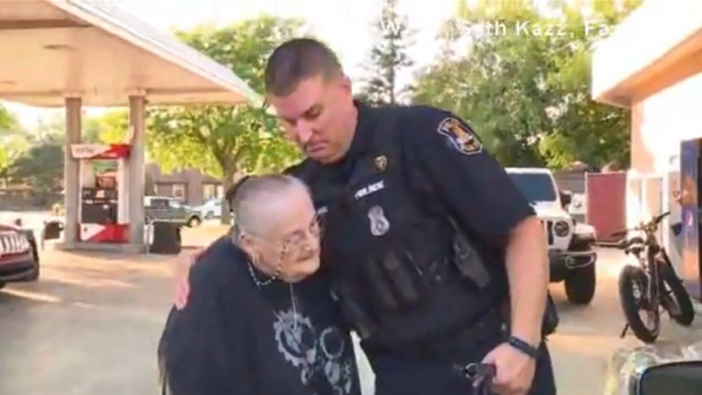 Officer buys tank of gas for elderly widow, goes viral