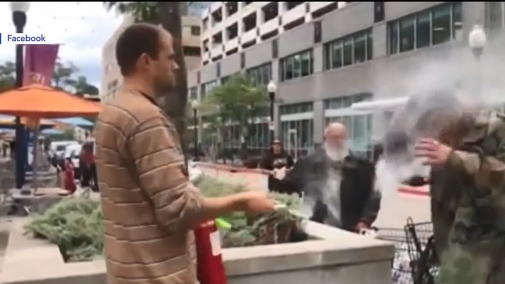 Restaurateur shoots fire extinguisher in face of smoking man