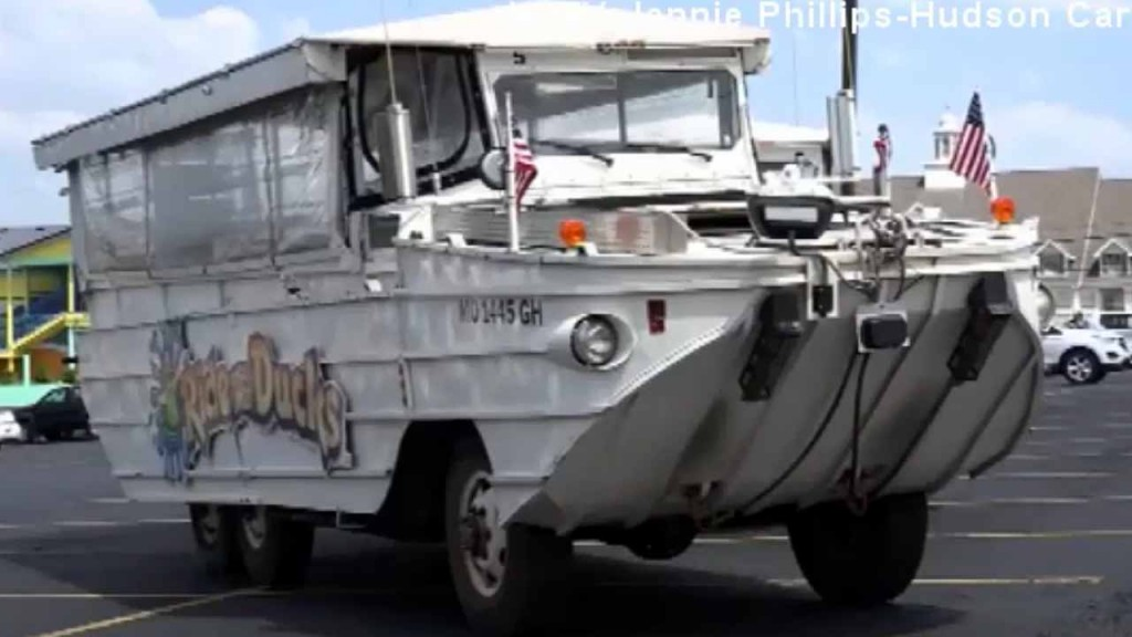 Investigators look at when duck boat crew decided to enter water