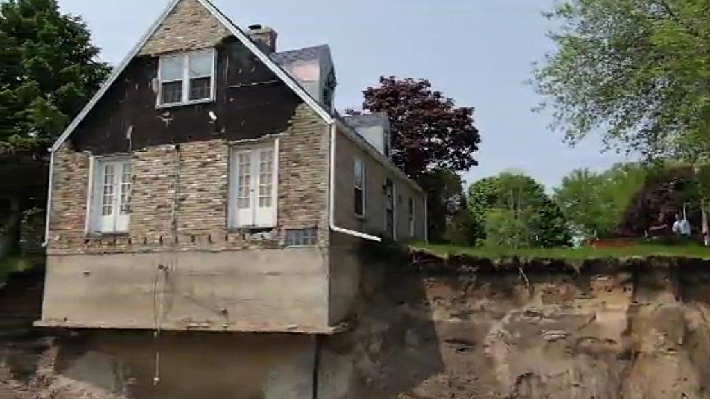 Home teeters over cliff along Lake Michigan