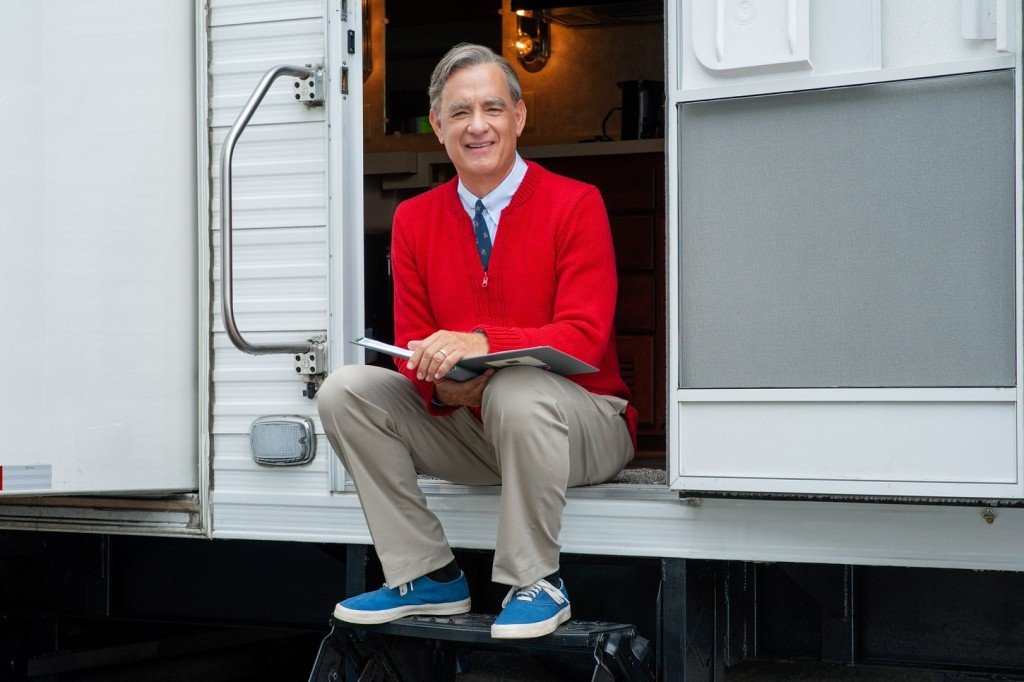 First picture of Tom Hanks as Mister Rogers released