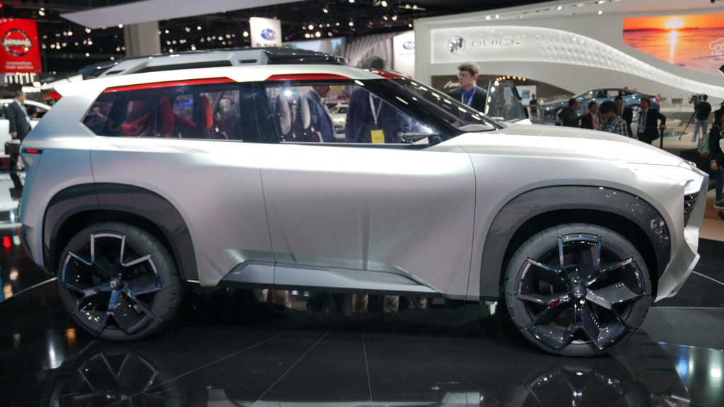 Go in and around the Nissan Xmotion Concept