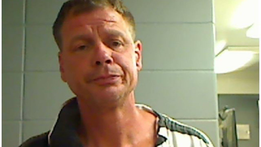 Man breaks into couple's home, drinks their booze, gets naked