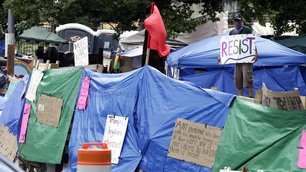 Feds begin removing Occupy ICE protesters in Portland