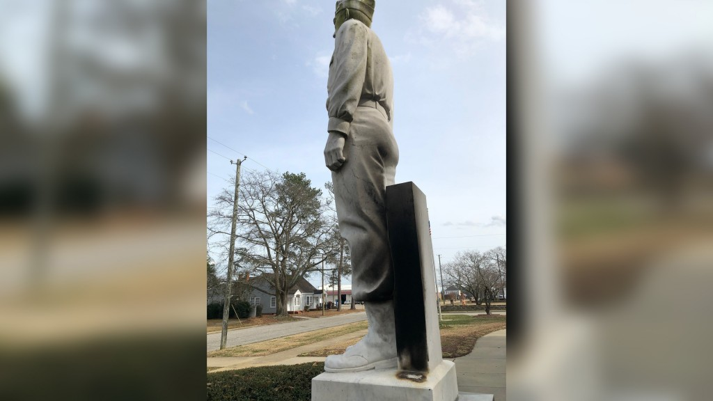 NC vandals set fire to Gen. Lee statue, but not the Confederate one
