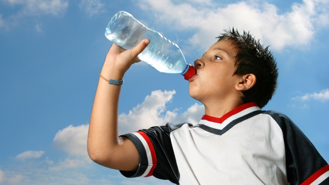 Drinking water linked to fewer sugary drinks in kids