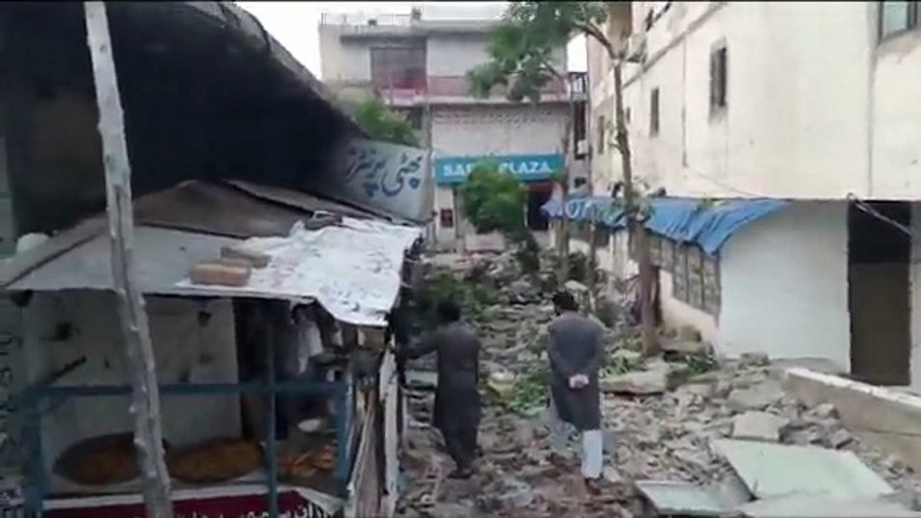 Earthquake kills 20, injures hundreds in Pakistani-controlled Kashmir