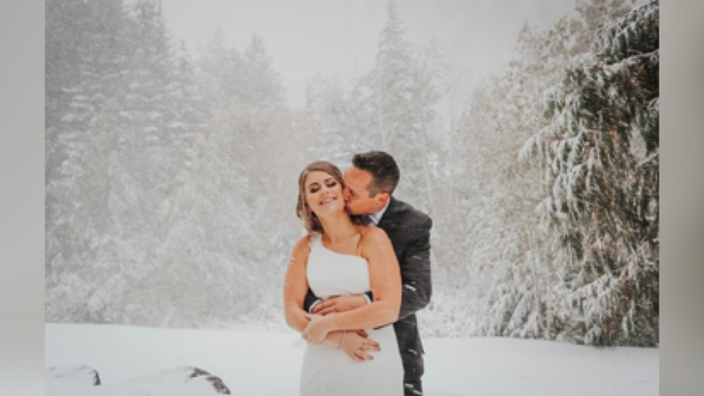 Couple's fall wedding turns into a winter wonderland
