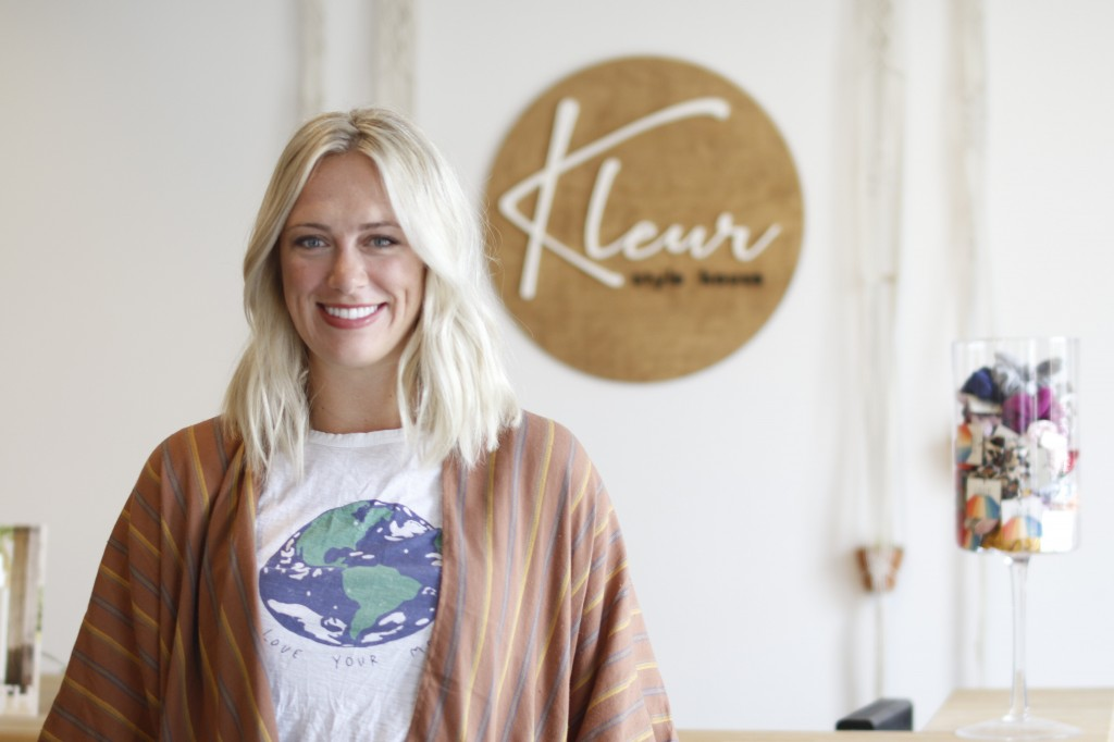 Kleur Stylehouse Owner In Front Of Sign