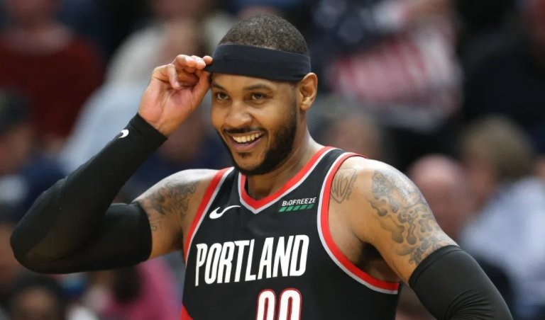 Carmelo Anthony hits a key three-pointer to send the Trailblazers to the NBA playoffs
