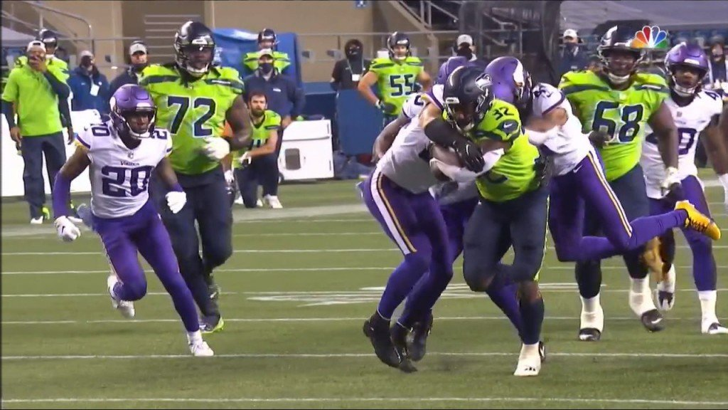 Chris Carson runs for a touchdown in the third quarter for the Seahawks