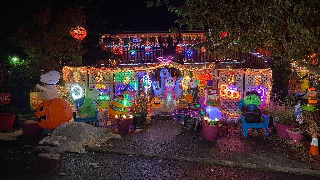 Queen Of Halloween Lights 5