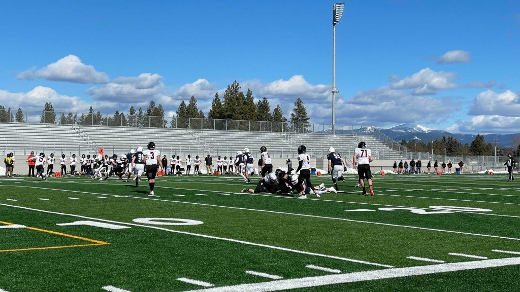 Mead Panthers play Lewis and Clark Tigers at new Union Stadium