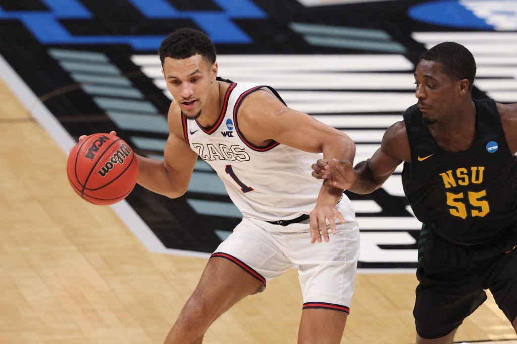 Jalen Suggs handles the ball against Norfolk State in the NCAA Tournament