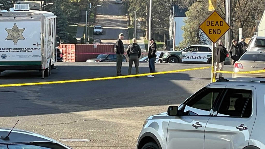 police shoot and kill prowling suspect