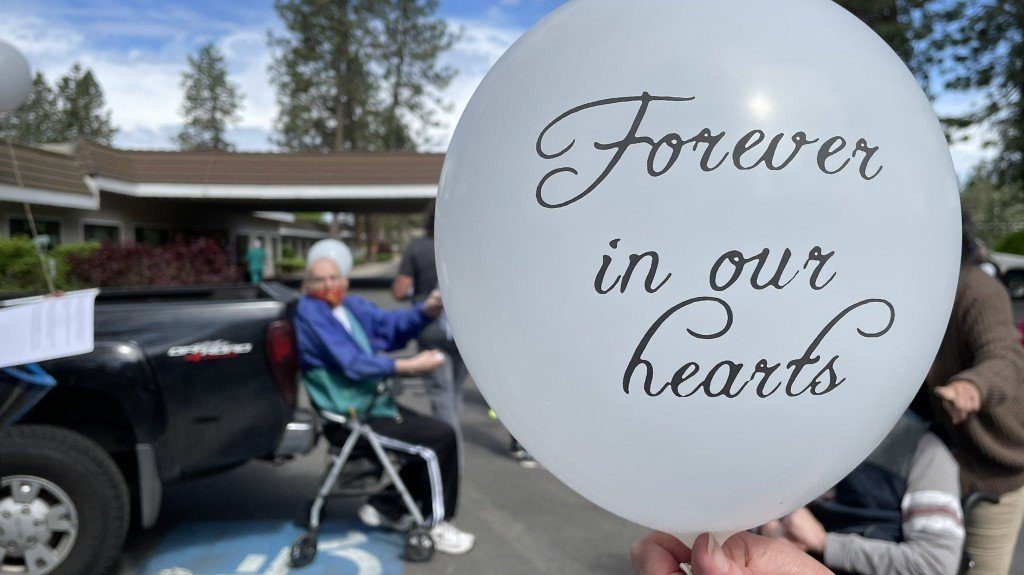 Manorcare Releases Balloons And Butterflies To Remember Lost Loved Ones