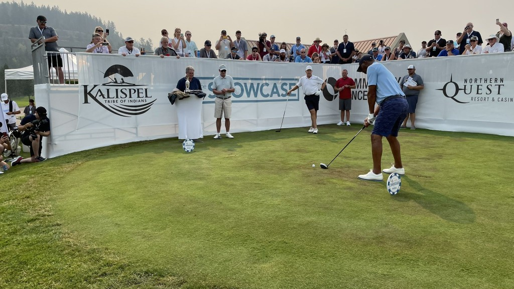 Marcus Allen Playing Golf In The Showcase Celebrity Fundraiser Event