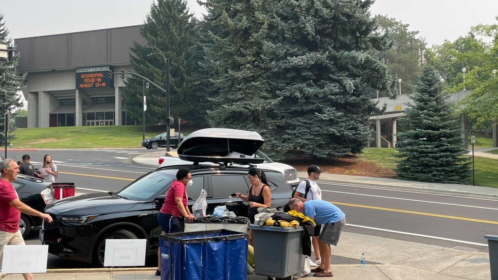WSU students move in to dorms