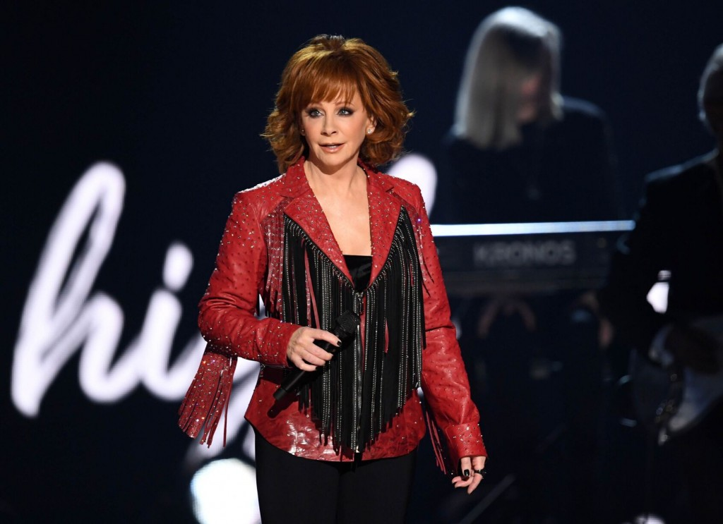 Reba Mcentire Rescued From 2nd Floor Window After Oklahoma Stairs Collapse