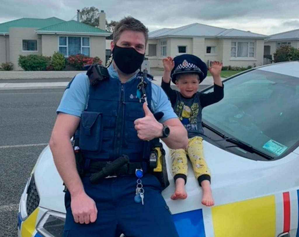 New Zealand Police Answer 4 Year Old's Call, Confirm Toys Are Cool