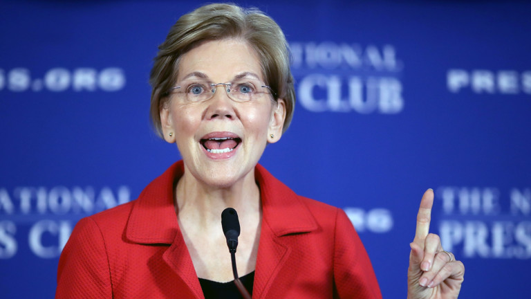 Sen. Elizabeth Warren (D-MA) speaks at the National Press Club August 21, 2018 in Washington, DC. Warren spoke on ending corruption in the nation's capital during her remarks.