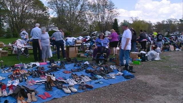 Onalaska church holds 'free rummage sale'