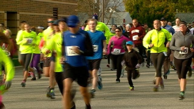"Hundreds particpate in ""Run From the Cops"" Run/Walk"