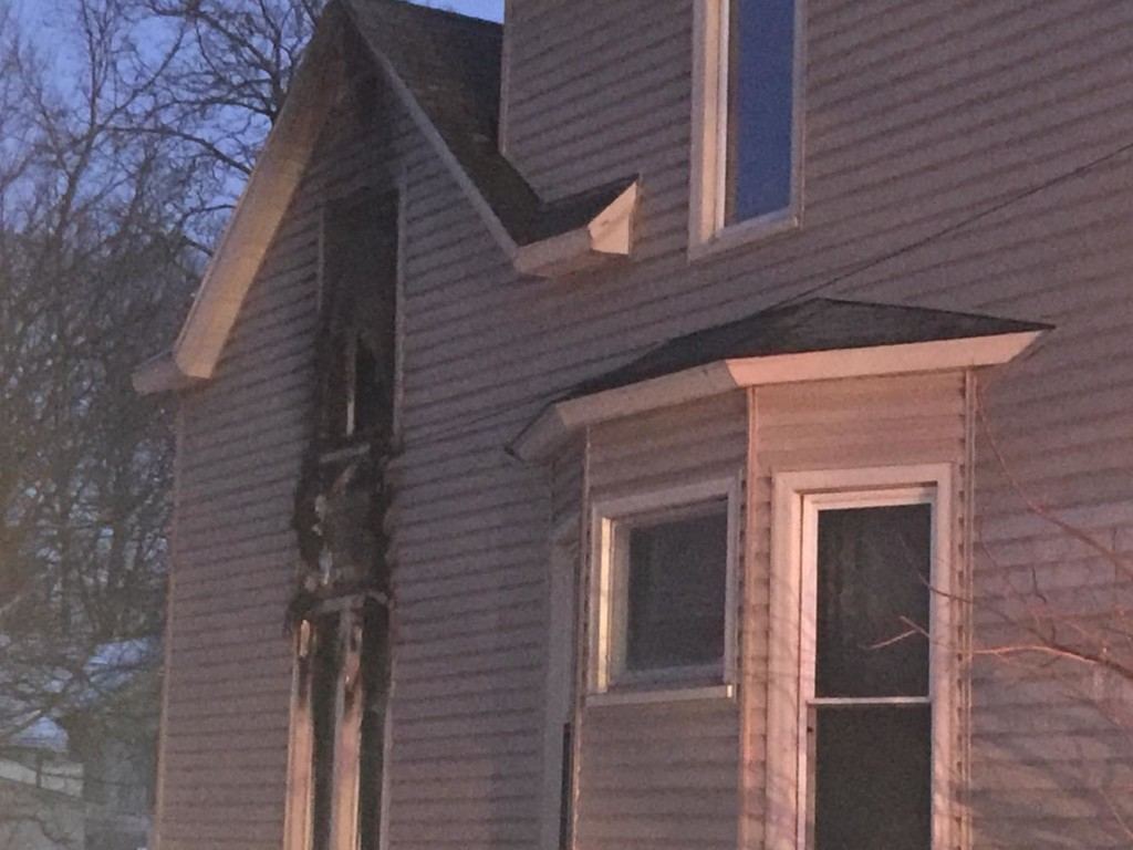 Fire at a Winona apartment displaces 5 residents