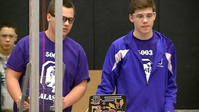 Luther high school hosts 11 team robotics competition