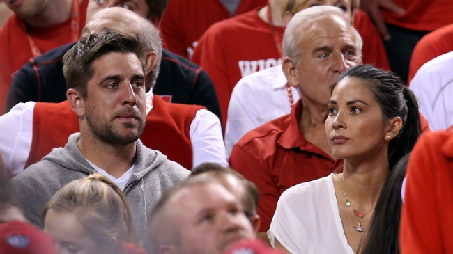 Report says Aaron Rodgers, Olivia Munn engaged