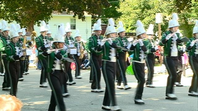 King Apple parade marches through downtown La Crescent