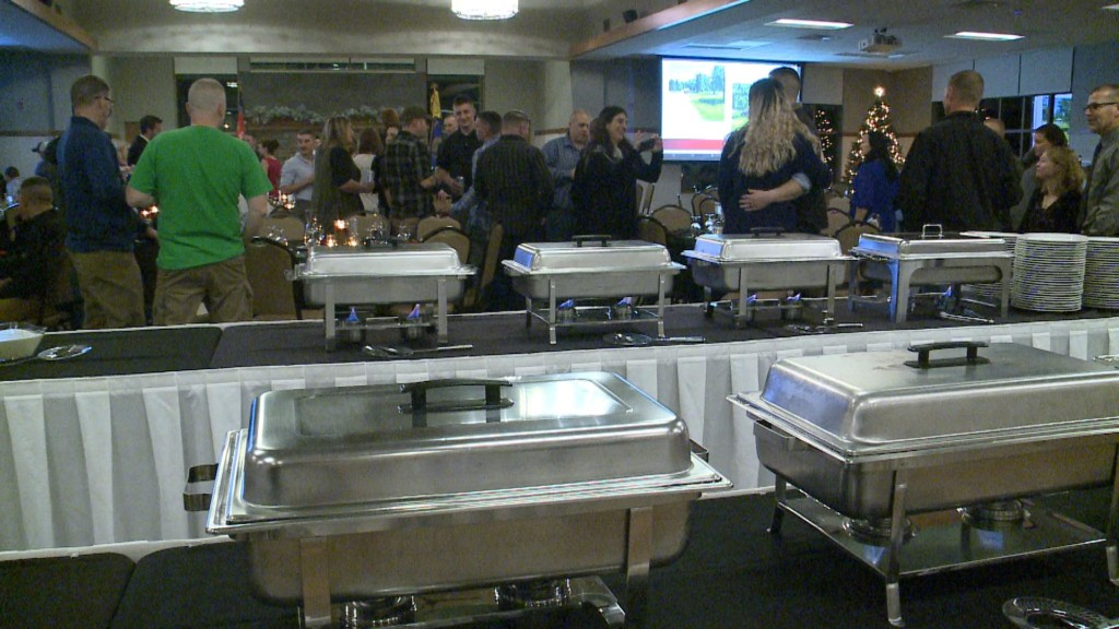 Army Reserve soldiers have special holiday meal before deployment