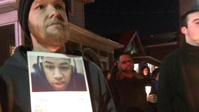 Mourners hold vigil for Robinson; Group makes demands