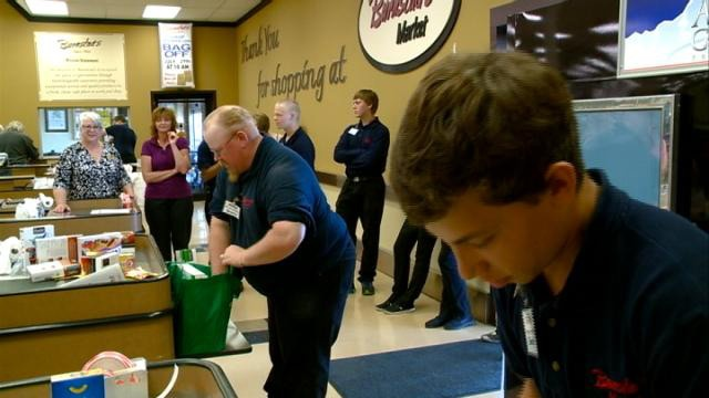 Tomah grocers compete in 'Bag Off'