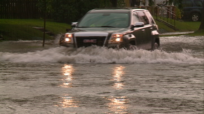 City of La Crosse working to minimize street flooding