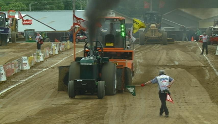 Despite rain, Tomah Tractor Pull draws thousands
