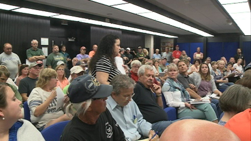 Packed house as houseboat owners fill La Crosse Park Board meeting