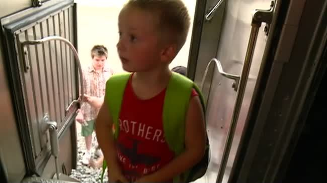 BNSF gives kids free ride on vintage train cars