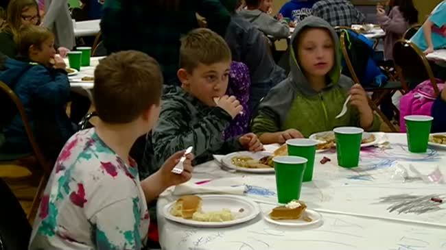 Boys and Girls Club kids and families get early Thanksgiving meal